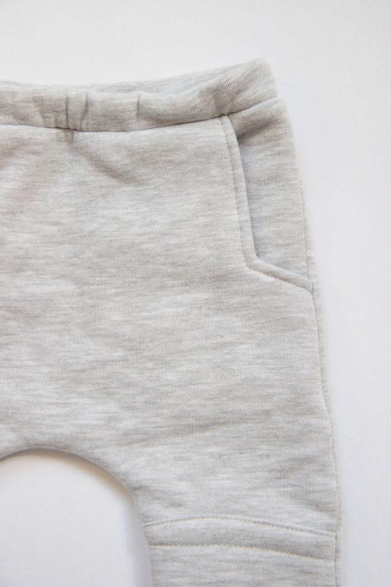 Tepláky patched winter šedý melír detail vačok